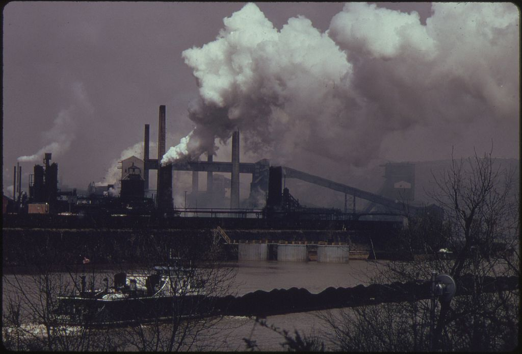 1024px-COAL_BARGE_ON_THE_MONONGAHELA_RIVER_MOVES_PAST_A_UNITED_STATES_STEEL_CORPORATION_COKE_PLANT_AT_CLAIRTON..._-_NARA_-_557216