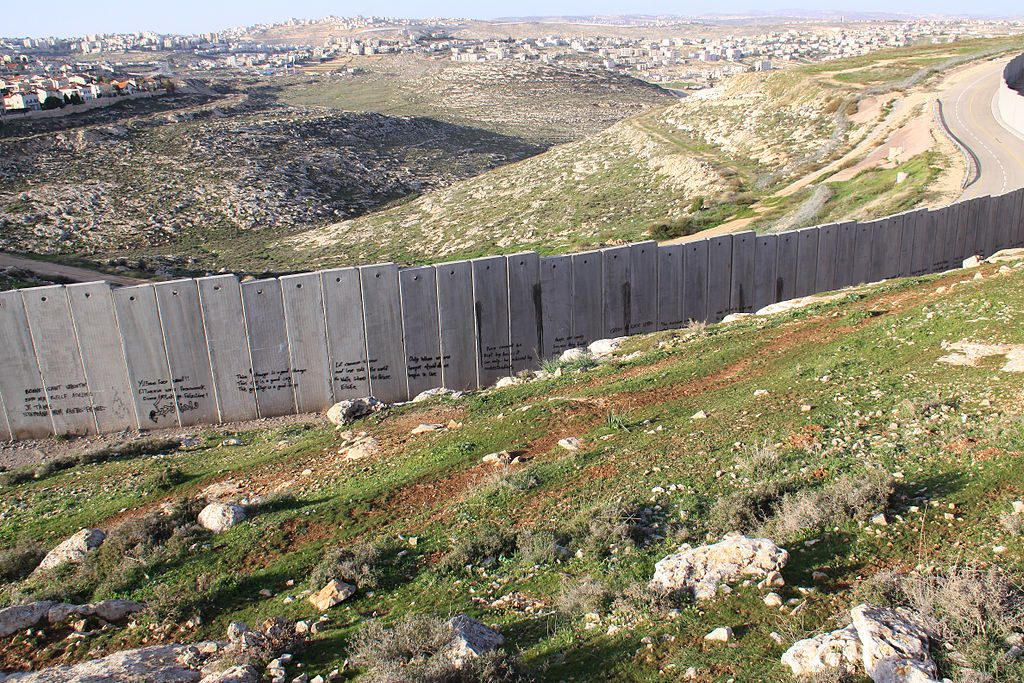 1024px-Israeli_West-Bank_barrier_Ramallah