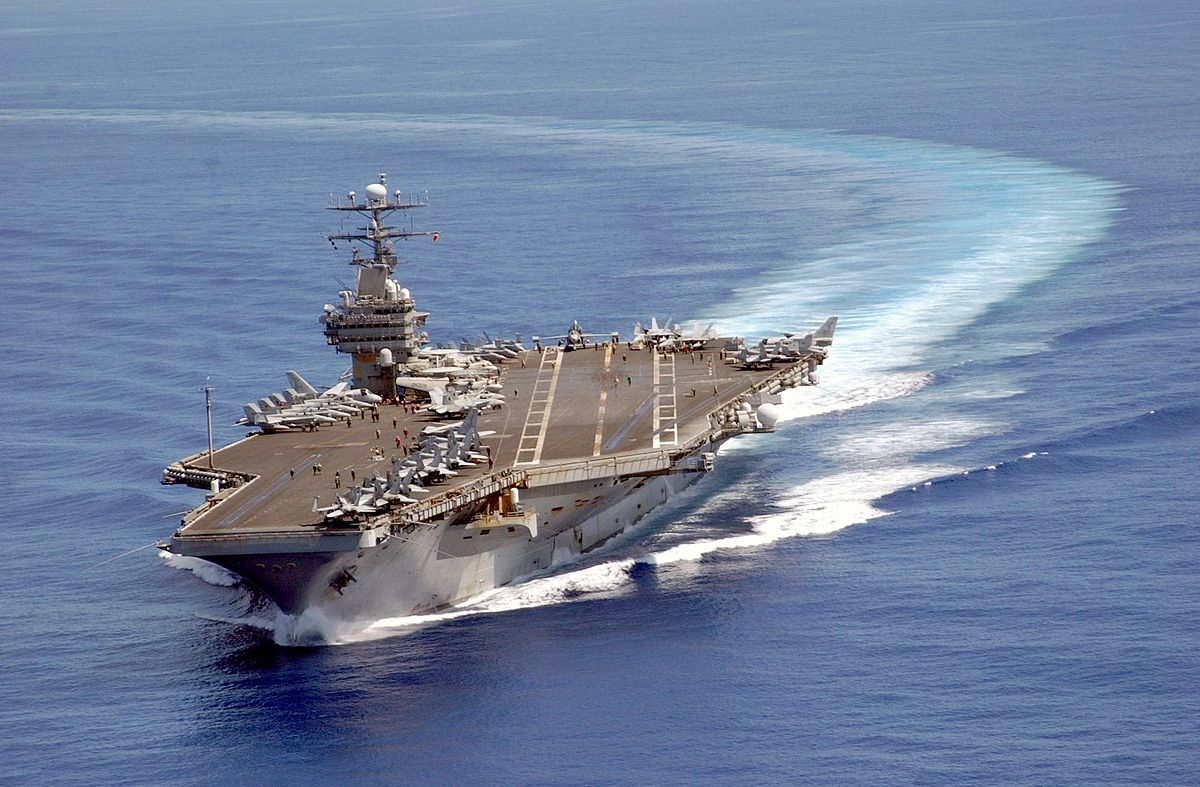 1200px-USS_Carl_Vinson_on_patrol_in_the_Pacific_2003-06-10