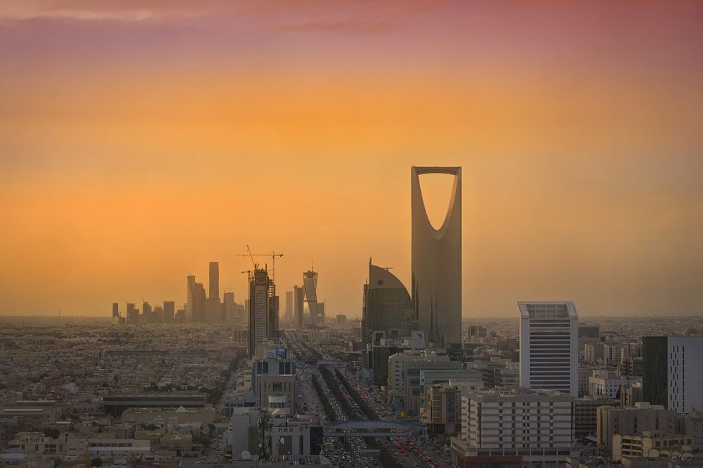 1280px-Riyadh_Skyline_showing_the_King_Abdullah_Financial_District_(KAFD)_and_the_famous_Kingdom_Tower_