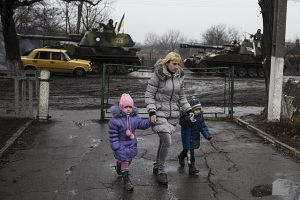 640px-OSCE_SMM_monitoring_the_movement_of_heavy_weaponry_in_eastern_Ukraine_(16731644405)
