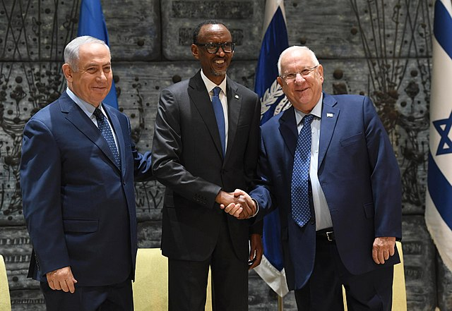 640px-Reuven_Rivlin_and_Benjamin_Netanyahu_received_the_President_of_Rwanda_at_Beit_HaNassi,_July_2017_(9175)
