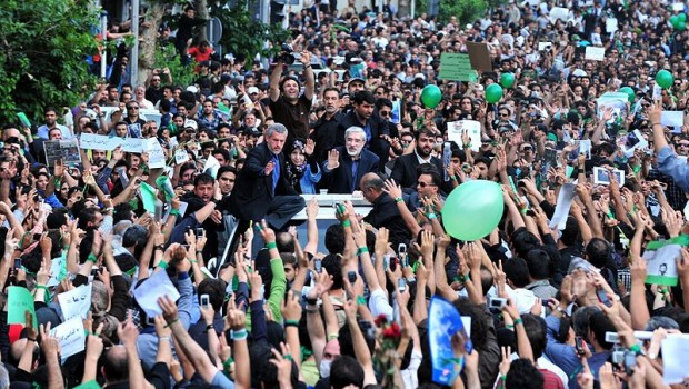 6th_Day_-_Mousavi_inside_the_Crowd