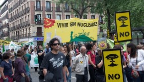 Anti-nuclear_protest_Madrid_20110508-A