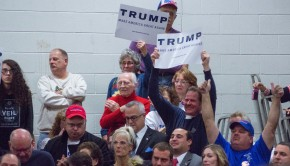 Attendees_at_Trump_rally_Nashua_2015
