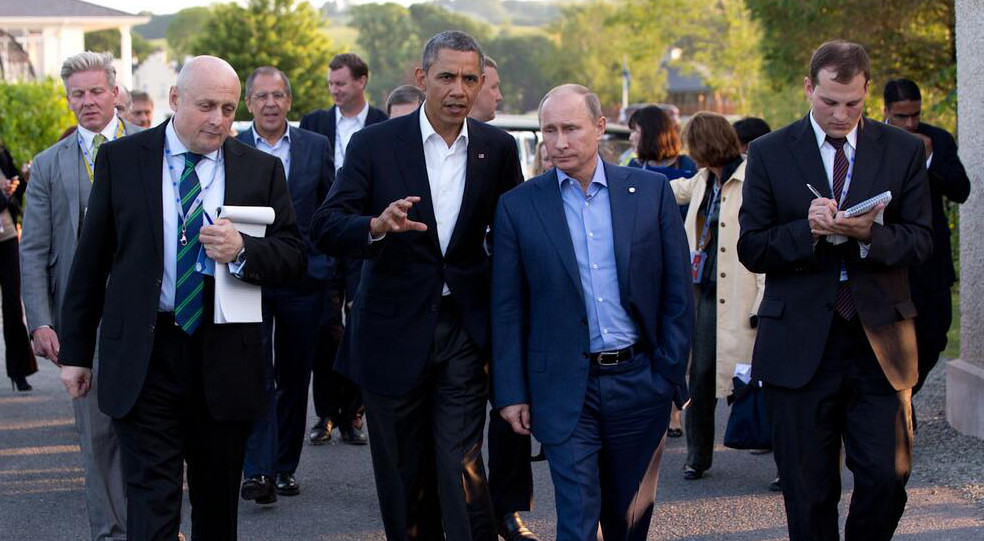 Barack_Obama_and_Vladimir_Putin_walking_in_Ireland (1)