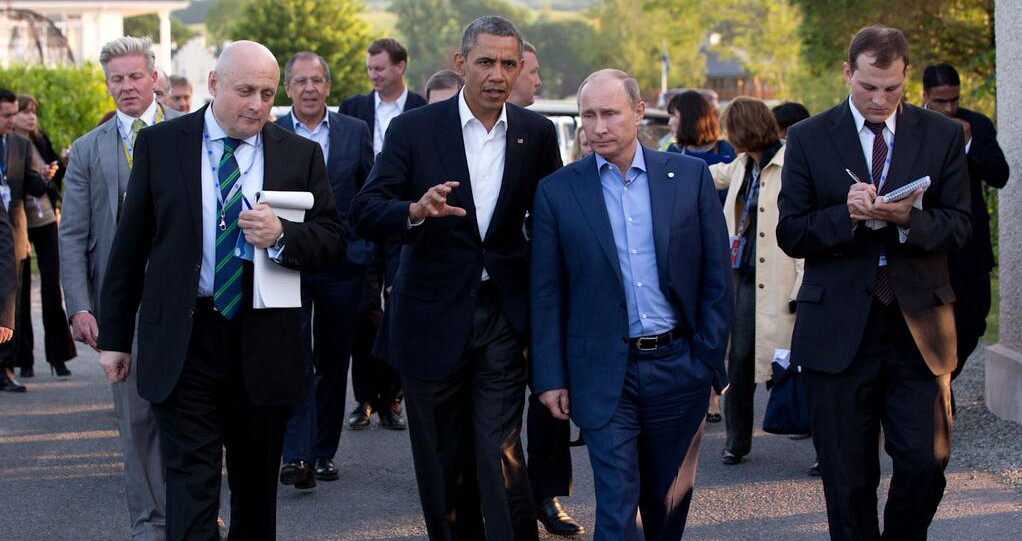 Barack_Obama_and_Vladimir_Putin_walking_in_Ireland