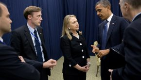 Barack_Obama_talking_to_Hillary_Clinton_in_Phnom_Penh