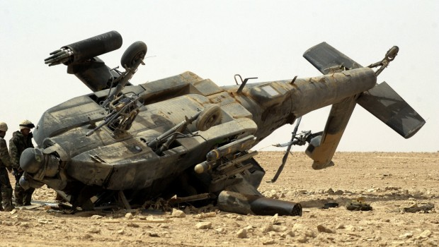 Damaged_US_Army_AH-64_Apache,_Iraq