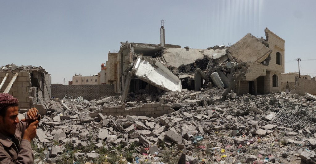 destroyed_house_in_the_south_of_sanaa_12-6-2015-1-1