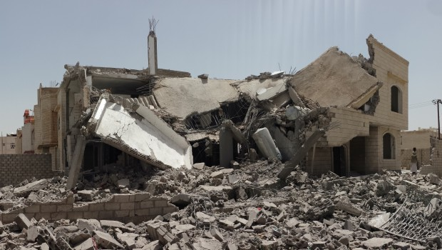 Destroyed_house_in_the_south_of_Sanaa_12-6-2015-1