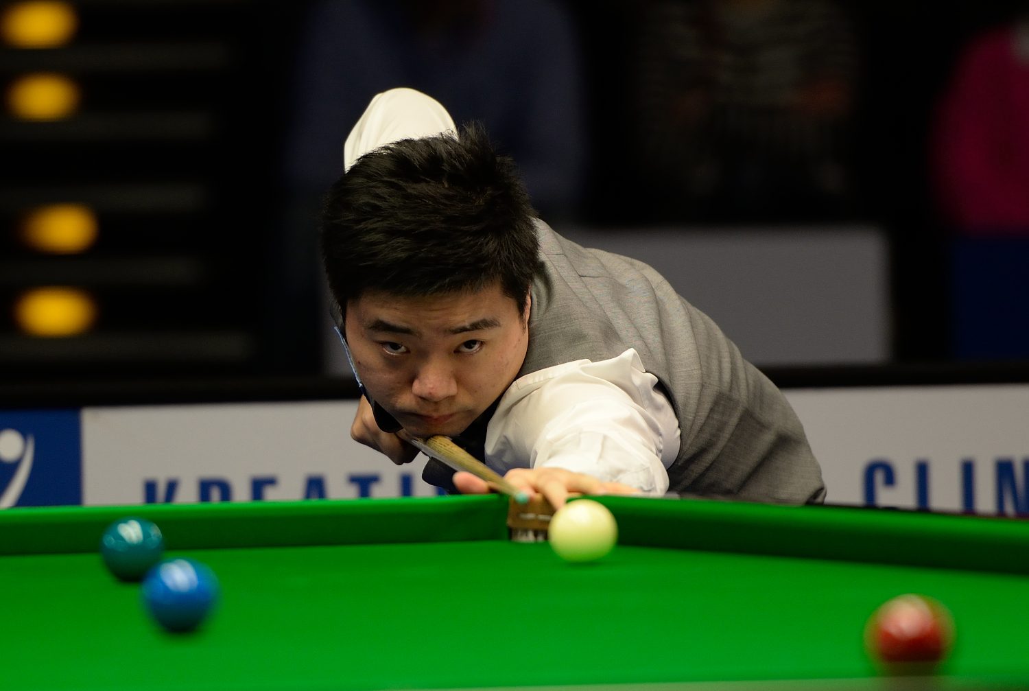 Ding_Junhui_at_Snooker_German_Masters_(DerHexer)_2015-02-05_02