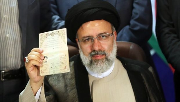 Ebrahim_Raisi_registering_at_the_2017_Iranian_presidential_election_10