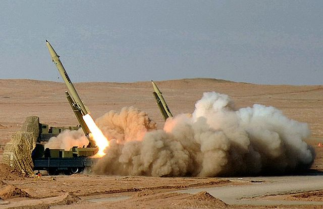 Fateh-110_Missile_by_YPA.IR_02
