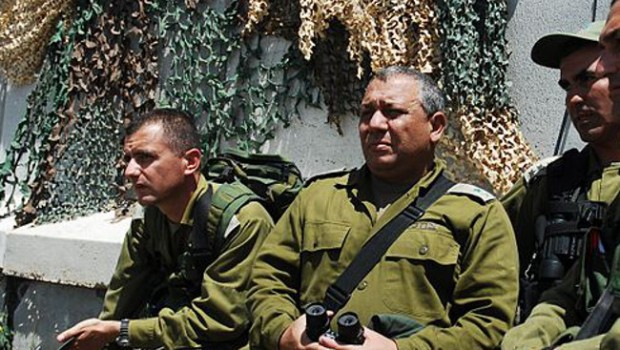 Flickr_-_Israel_Defense_Forces_-_Maj._Gen._Gadi_Eisenkot_of_North._Cmd._and_Brig._Gen_Eyal_Zamir_of_Division_36_this_morning_at_Hila_Lookout.