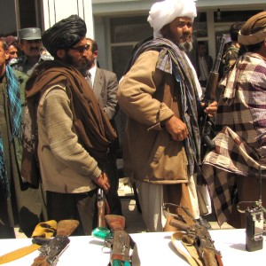 Former_Taliban_fighters_return_arms