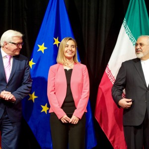 German_Foreign_Minister_Steinmeier,_EU_High_Representative_Mogherini,_and_Iranian_Foreign_Minister_Zarif_Stand_for_a_Group_Photo_After_EU,_P5+1_Reached_Iran_Nuclear_Agreement_in_Austria