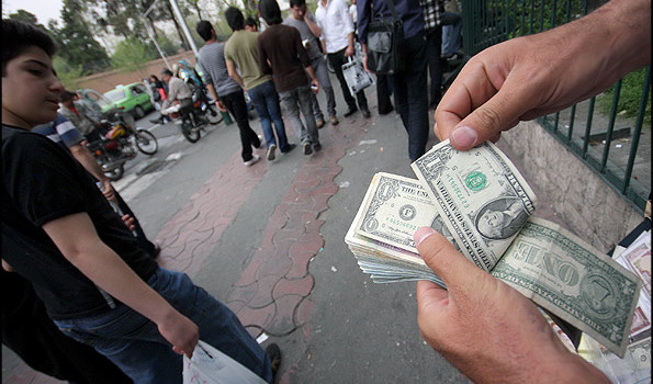 Analysis Iran_Currency_Trader_Rial