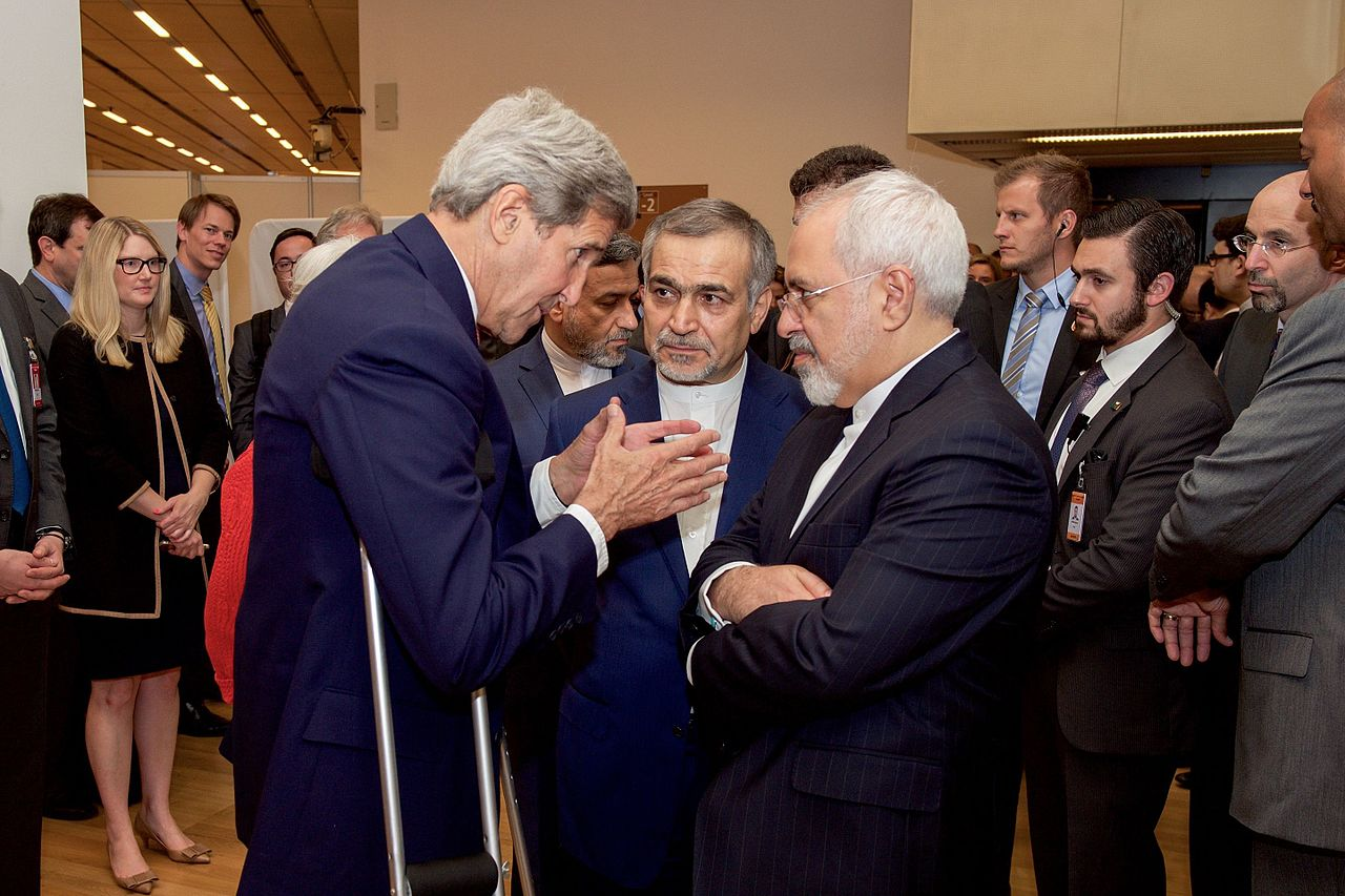 John_Kerry_Speaks_With_Hossein_Fereydoun_and_Javad_Zarif_before_Press_conference_in_Vienna_(19663913956)
