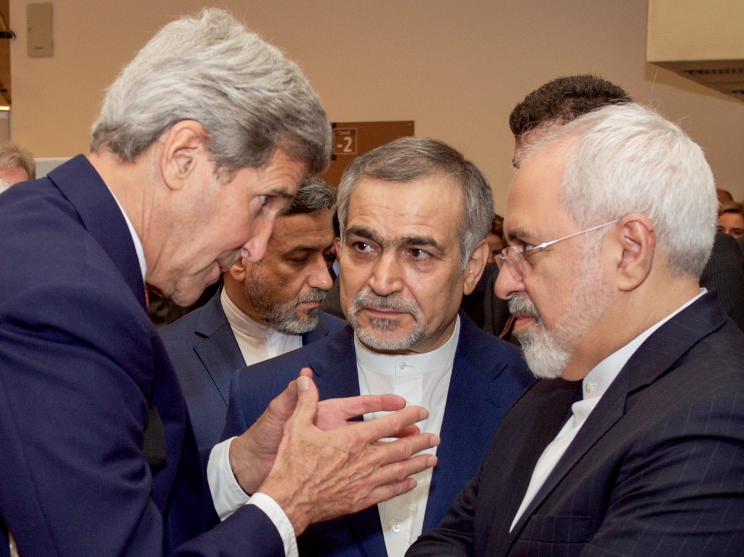 john_kerry_speaks_with_hossein_fereydoun_and_javad_zarif_before_press_conference_in_vienna_19663913956_cropped