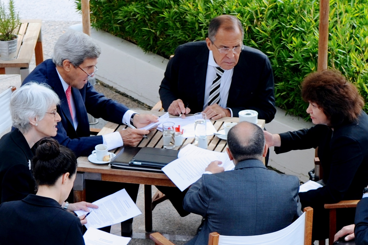Kerry_and_Lavrov,_with_senior_advisers,_negotiate_chemical_weapons_agreement_on_September_14,_2013