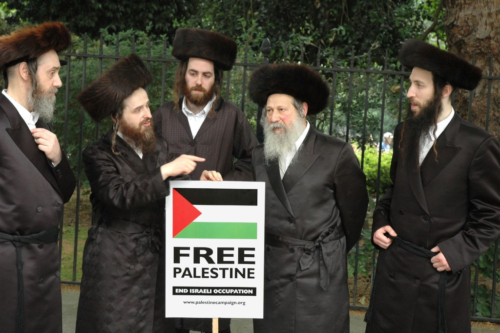 Members_of_Neturei_Karta_Orthodox_Jewish_group_protest_against_Israel