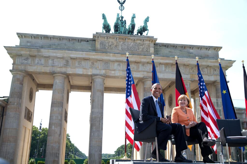 Obama_and_Merkel_at_the_Brandenburg_Gate,_2013