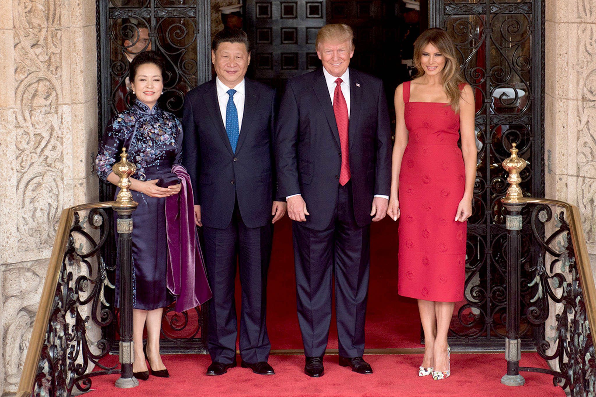 Peng Liyuan, Xi Jinping, Donald Trump, and Melania Trump (L-R) at Mar-a-Lago in April 2017 (White House)