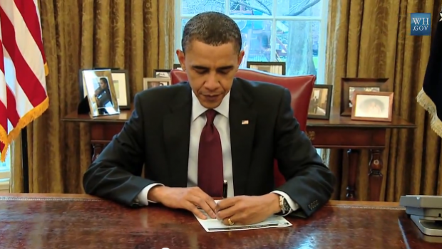 President_Obama_filling_out_his_2010_census_form_-_West_Wing_Week_episode_1_-_Future_Planes_of_the_Future
