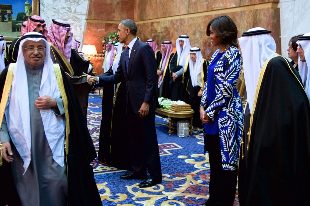President_and_First_Lady_Obama,_With_Saudi_King_Salman,_Shake_Hands_With_Members_of_the_Saudi_Royal_Family (2)