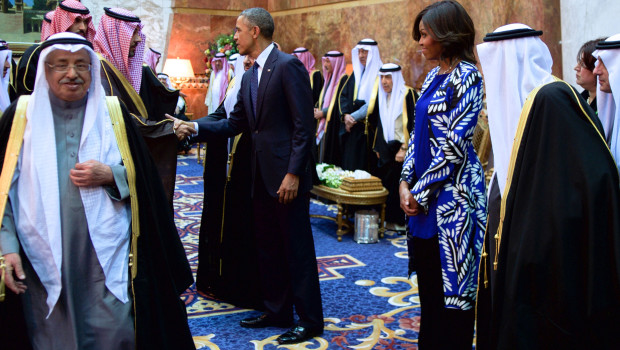 President_and_First_Lady_Obama,_With_Saudi_King_Salman,_Shake_Hands_With_Members_of_the_Saudi_Royal_Family