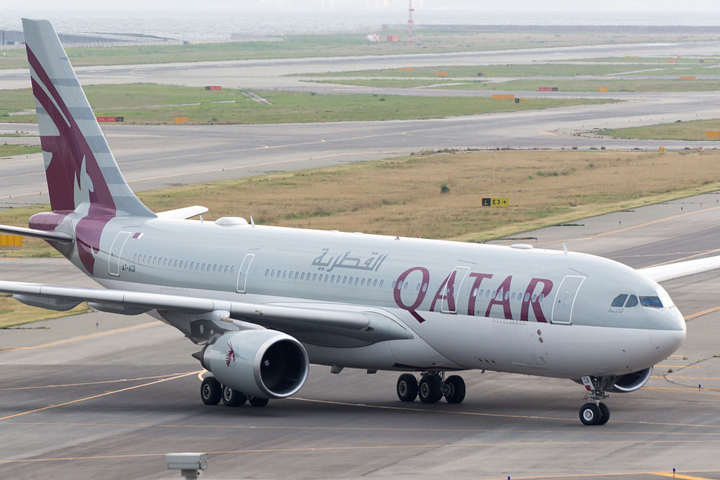 Qatar_Airways,_QR802,_Airbus_A330-202,_A7-ACB,_Arrived_from_Doha,_Kansai_Airport_(16989975447)