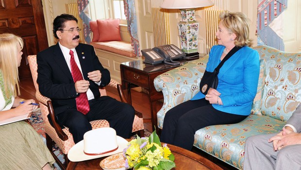 Secretary_Clinton_Meets_With_Honduran_President_(3699334918)