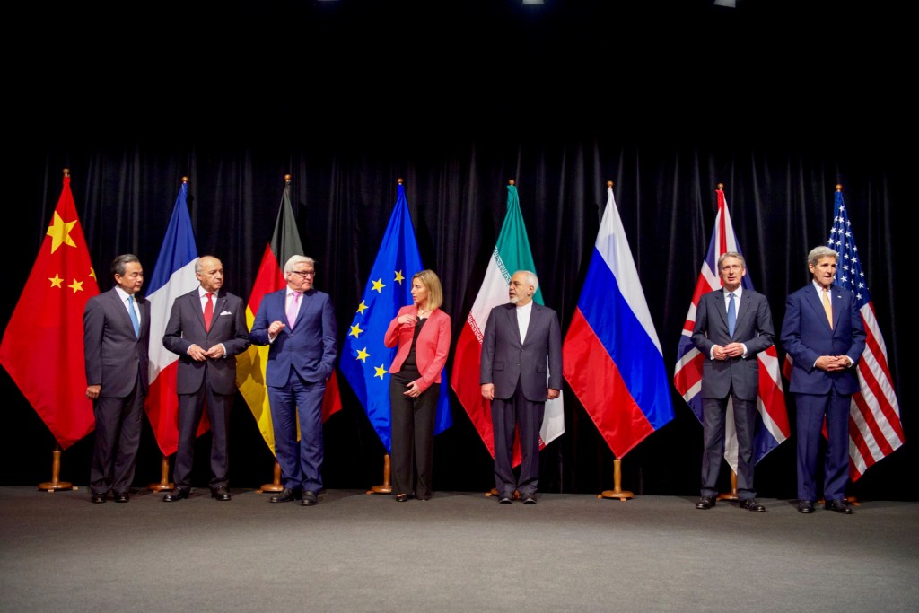 secretary_kerry_poses_for_a_group_photo_with_fellow_eu_p51_foreign_ministers_and_iranian_foreign_minister_zarif_after_reaching_iran_nuclear_deal