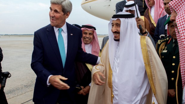Secretary_Kerry_Walks_With_Saudi_King_Salman_After_He_Arrived_At_Andrews_Air_Force_Base_Before_Meeting_With_President_Obama_(21098397176)