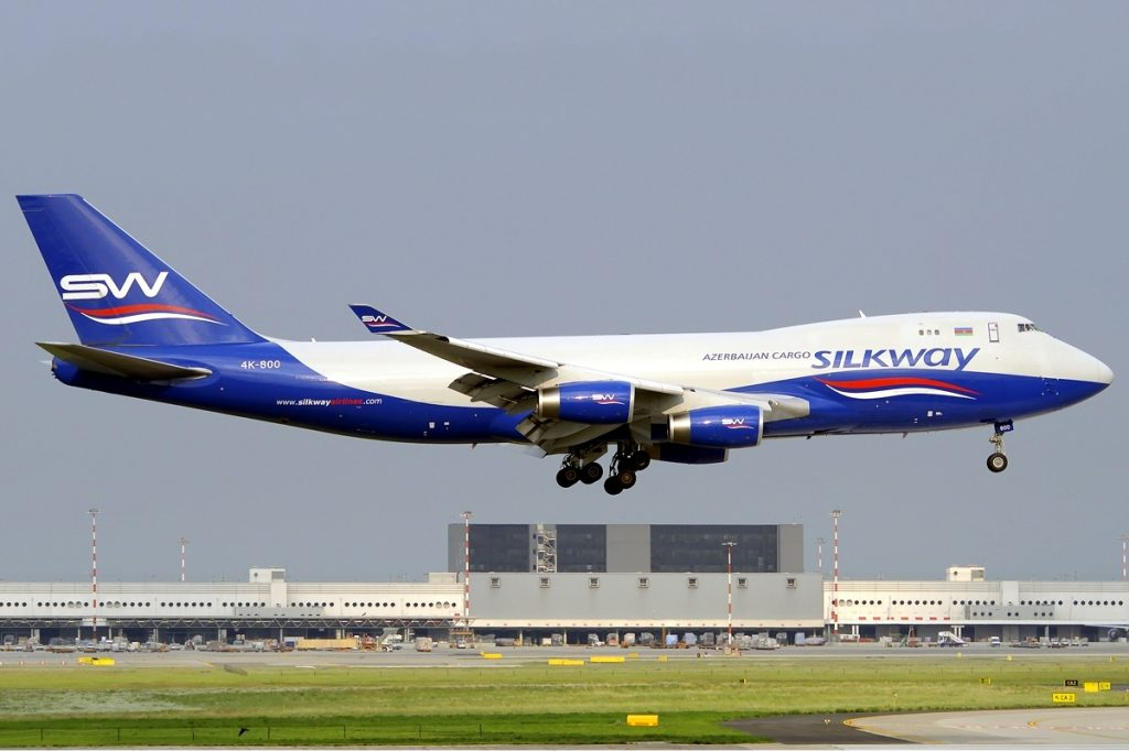 A Silk Way Airlines flight landing at Malpensa Airport in 2011 (Wikimedia Commons / Harald Kinader)
