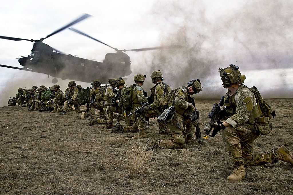 U.S._Army_Rangers,_assigned_to_2nd_Battalion,_75th_Ranger_Regiment,_prepare_for_extraction_on_Fort_Hunter_Liggett,_California,_Jan._30,_2014