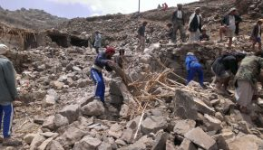 Villagers_scour_rubble_for_belongings_scattered_during_the_bombing_of_Hajar_Aukaish_-_Yemen_-_in_April_2015 (1)