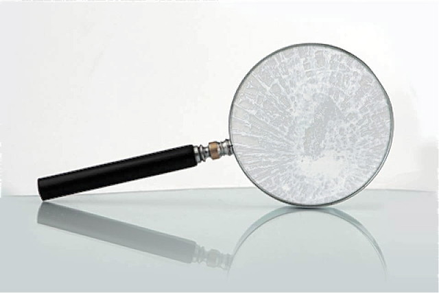 broken-magnifying-glass-