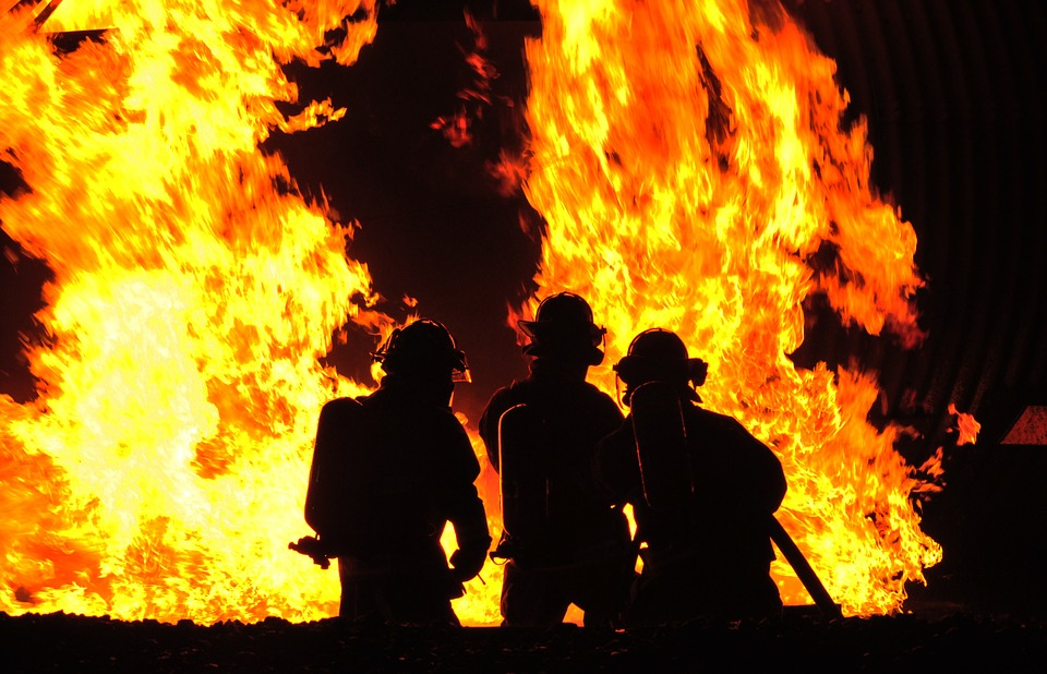 firefighters-573782_960_720